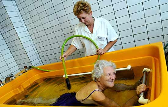 Wohltuendes Mineralbad in einer Kurklinik in Ungarn